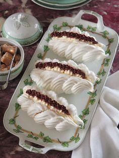 Meringue – New Cake Ideas Pastry Recipes, Cake Recipes, Dessert Recipes, Cooking Recipes, Small Desserts, Just Desserts, Delicious Desserts, Pavlova, Meringue Desserts