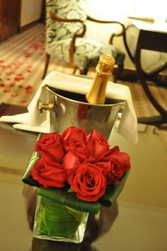 Room Amenities / Amenidades. Celebrate a special occasion in style with this specially designed package. Enjoy luxurious accommodations, daily buffet breakfast and more.