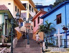 estas son casas que fueron pintadas, y ahora son un atractivo...se llaman las peñas