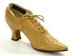 Tan leather lace up antique shoe from 1914