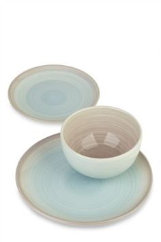 Ombre all day every day! Make your summer guests jealous with our 12 piece Charlotte dinner set.