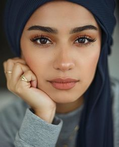 full brows Natural and polished. Glowing natural makeup inspiration ideas looks. Hair and makeup inspiration ideas. Matte Makeup, Pink Makeup, Hair Makeup, Hijab Makeup, Brunette Makeup, Makeup Inspo, Makeup Inspiration, Makeup Tips, Makeup Ideas