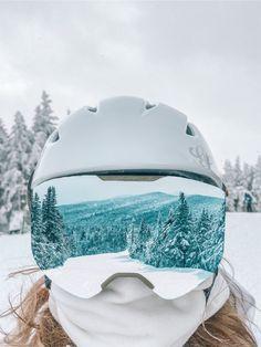 thousands of republishes wowwww Mode Au Ski, Snowboarding Style, Snowboard Girl, Ski Girl, Ski Season, Snow Skiing, Winter Pictures, Monochrom, Winter Fun