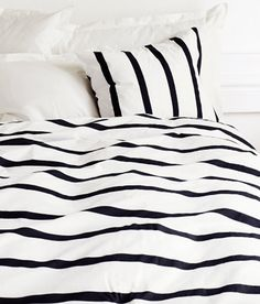 Black & white stripes. I repined this from http://cushandnooks.blogspot.co.nz/2012/05/gotta-love-those-stripes.html