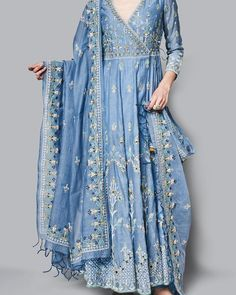 indian fashion Sari -- Click Visit link above to see Indian Gowns Dresses, Pakistani Dresses, Indian Attire, Indian Ethnic Wear, India Fashion, Ethnic Fashion, Japan Fashion, Fashion Women, Indian Wedding Outfits
