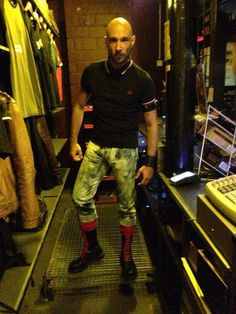 UK SKINHEAD I would love to see soon give me a call thank you love Mode Skinhead, Skinhead Men, Skinhead Boots, Skinhead Fashion, Skinhead Tattoos, Punk Jackets, Skin Head, Horse Riding Clothes, Bald Men