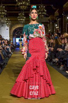 Dress Outfits, Fashion Dresses, Costumes Around The World, Unique Fashion, Womens Fashion, Spanish Fashion, Western Dresses, African Wear, Dance Dresses