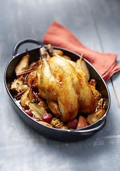 Guinea fowl with apples and caramelized pears and sweet spices - Meat. Lunch Recipes, Meat Recipes, Gourmet Recipes, Vegetarian Recipes, Chef's Choice, Tumblr Food, Sweet Spice, Christmas Dishes, Noel Christmas