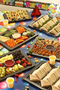 Ideas Snacks Para Fiestas Infantiles For 2020 Party Platters, Party Buffet, Food Platters, Sommer Pool Party, Appetizer Recipes, Appetizers, Charcuterie Platter, Snacks Für Party, Kid Party Foods