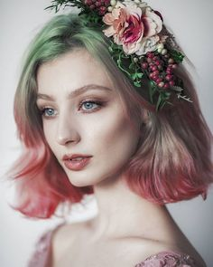 I would actually love to do this with my hair! I would actually love to do this with my hair! Portrait Photos, Portrait Photography, Grey Green Eyes, Blue Eyes, Pretty People, Beautiful People, Beautiful Pictures, Fotografie Portraits, How To Draw Hair