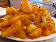 "Pot spune ca pana acum am mancat mai multe feluri de cartofi: prajiti in tuci, ""prajiti"" la cuptor, copti, fierti/natur, cartofi taranesti, ..."