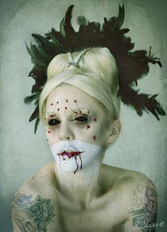 Creepy Portraits by Miss Lakune http://www.cruzine.com/2013/02/14/creepy-portraits-lakune/