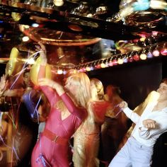 Live music performances did happen but DJ's really did reign supreme in the New York Disco club scene. Pictured here on the left is a disco DJ smoking and spinning a record at a club in New York City, Look Disco, Disco 70s, Disco Night, Disco Club, 1970s Disco Fashion, 70s Fashion, Disco Theme, Disco Party, Disco Ball