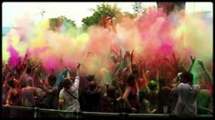 Kaapstad Holi One Colour Festival. Andere: •	Synergy Live, 29 november-1 december •	Vortex, 5-9 december •	Up the Creek, 30 januari-2 februari •	Ramfest, 6-9 maart •	Flamjangled Tea Party, 15-17 maart •	Splashy fen, 17-21 april •	Afrikaburn, 28 april-4 mei Afrikaburn Het festivalseizoen eindigt met Oppikoppi, van 8 tot 10 augustus