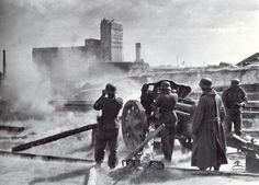 Die Gesichter der OstfrontA 10.5 cm leFH 18 fires over open sights against Soviet positions near the Grain Elevator in Stalingrad. 1942.