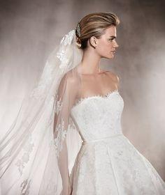 ALBASARI - Vestido de novia en mikado, escote envolvente y encaje | Pronovias