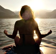 yoga // meditation // stand up paddleboard // girl // sunset // relax