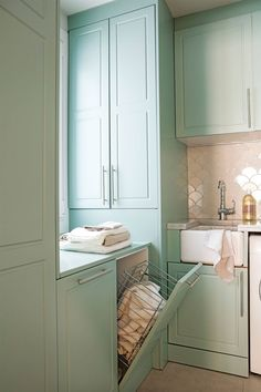 Ideas to update your home style Milk Paint, Wood Cabinets, Mudroom, Laundry Room, Home Improvement, Sink, House Design, Bathroom, House Styles