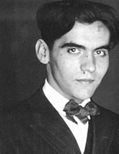 Federico García Lorca - Spanish poet and dramatist, a talented artist and a member of the 'Generation of a gr. Dante Alighieri, Cthulhu, Water Drawing, Writers And Poets, Book Writer, Portraits, Playwright, Jolie Photo, Famous Faces