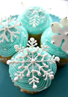 Snowflake Cupcakes elegant and unique. Easy to make with white chocolate and a pastry bag. Let your creativity come out to make these beautiful cupcakes. Perfect for a Disney's Frozen themed party too!