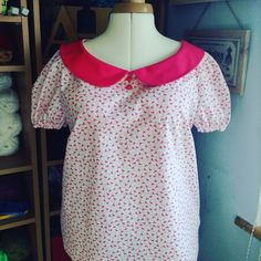 Simplicity 1693 collared top in pink flamingo patterned fabric.