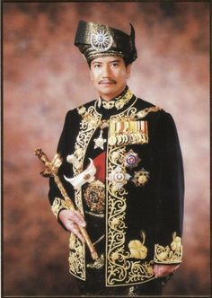 King XIII Mizan Zainal Abidin of Malaysia and he is the and current Sultan of Terengganu Royal Royal, Royal Queen, Royal Life, King Queen, Royal Crowns, Tiaras And Crowns, Sultan King, Royal Jewelry, Jewellery