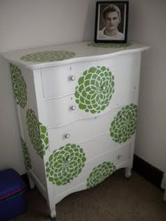 great use of a stencil and I have the perfect white dresser to dress up with it :)