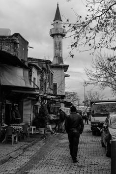 Walking Man - Karakoy Istanbul - TURKEY #streetphotography #blackandwhite