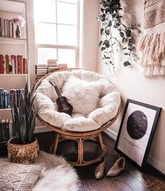 Cozy Papasan Chair Reading Corner Ideas As Seen By M .- 25 + › Gemütlicher Papasan Stuhl Lesen Ecke Ideen, wie von Michelle … Cozy Papasan chair reading corner ideas, as by Michelle … - Cute Room Decor, Room Decor Bedroom, Girls Bedroom, Master Bedroom, Master Suite, Bedroom Inspo, Bedroom Nook, Bedroom Lighting, Teen Bedroom Chairs