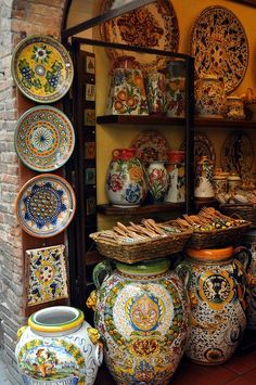 Tuscan Ceramics, San Gimignano, Italy. Great souvenirs and/or gifts to take home.