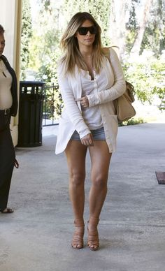 Love this relaxed style but still chic.