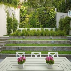 Have a small backyard and need best tips for its maintenance? We have awesome small backyard design ideas you should definitely try. Modern Backyard Design, Vertical Garden Design, Small Backyard Landscaping, Vertical Gardens, Small Gardens, Backyard Ideas, Landscaping Ideas, Terraced Backyard, Backyard Designs