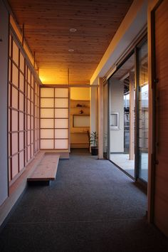 Modern home interiors and design ideas from the best in condos, penthouses and architecture. Plus the finest in home decor and products. Modern Japanese Interior, Japanese Modern House, Modern Interior Design, Modern Zen House, Japanese Design, Japanese Buildings, Japanese Architecture, Architecture Design, Glass Pavilion