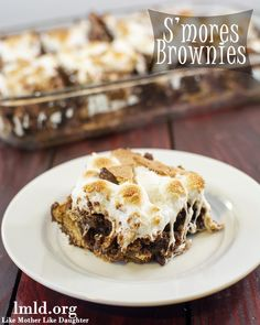 These amazing S'mores Brownies combine brownie mix with graham crackers, chocolate and gooey marshmallows for a perfect treat everyone will love #lmldfood #smores