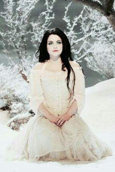 Amy Lee of Evanescence on the Lithium video. I'm actually listen to this song right now lol. Taylor Momsen, Lacey Sturm, Lzzy Hale, Snow White Queen, Divas, Amy Lee Evanescence, Metal Girl, Wedding Art, Dark Beauty