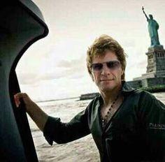 ♥♥♥ Foto Galeria Bon Jovi Brasil Show ♥♥♥: Fotos de Jon na Tour ''The Circle'' por David Bergman Jon Bon Jovi, Bon Jovi Tour, Bon Jovi Always, Shaggy Long Hair, New York Harbor, Great Smiles, Fantasy Male, Jesse James, Hottest Pic