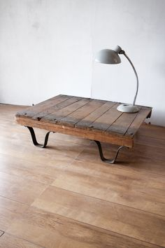 That table! (With that lampe) Reclaimed Wood Furniture, Salvaged Wood, Industrial Furniture, Diy Furniture, Pallet Projects, Pallet Ideas, Table Legs, Diy Table, Decoration