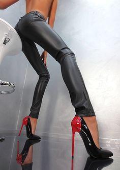 Très sexy stilettos bicolores noires et rouges B12 à talon aiguille de 14cm de chez 1969