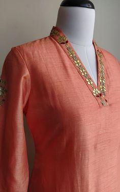 Kurtha Designs, Chudidhar Neck Designs, Neck Designs For Suits, Latest Kurta Designs, Kurti Embroidery Design, Zardosi Embroidery, Gala Design, Western Wear Dresses, Simple Pakistani Dresses