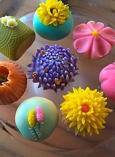 Wagashi by Lynn Yang Japanese Deserts, Japanese Pastries, Japanese Food Art, Japanese Sweets, Eclairs, Japanese Wagashi, Japon Tokyo, Tea Snacks, Japanese Tea Ceremony