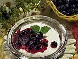 Heidelbeergrütze mit Vanilleschaum Rezept