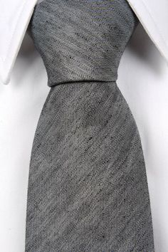 Olov - Solid grey is never a bad choice for a necktie. With this version in linen you get an interesting version with shifts in grey tones and a matte finish.