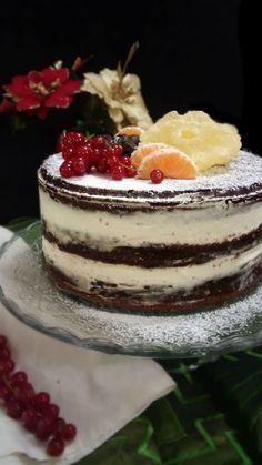 Oggi vi presento l'ultima tendenza in fatto di torte la Naked cake ovvero torta nuda della quale sono follemente innamorata! Una tortaa strati farcita con le più svariatecreme, decorata ne…