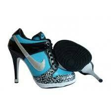 Chaussures a talons noire,grise et bleue nike