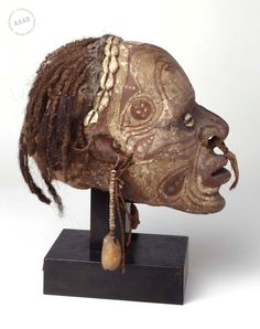 crâne surmodelé Moyen-Sépik, Nouvelle-Guinée Collection André Breton
