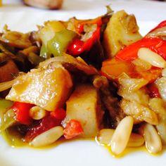 Una squisita #caponata siciliana con #peperoni, #pinoli, #cipolla, #pomodoro, #patate e #aromi vari! #ricettelastminute #love #food #instagram #instapic #instaphoto #instacool #instagood #ingredients #me #italia #italy #sicilia #sicily #catania #photooftheday