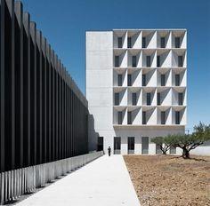 Facultad de Economía y Empresa by Juan M. Otxotorena (Pamplona, Spain) #architecture