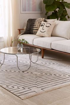 Luca Woven Rug - Urban Outfitters