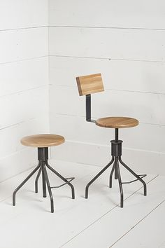 Adjustable Screw Stool | Design Workshop