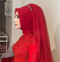 Image may contain: 1 person, standing Muslim Veil, Muslim Wedding Gown, Hijab Wedding Dresses, Muslim Brides, Muslim Dress, Bride Gowns, Prom Dresses, Formal Dresses, Stylish Hijab